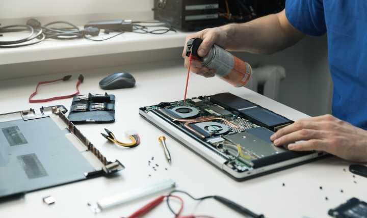 با تمیز کردن لپ تاپ خود سطح سر و صدای فن لپ تاپ خود را کاهش دهید