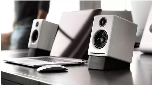 اسپیکر کامپیوتری با صدای غنی و طراحی جسورانه